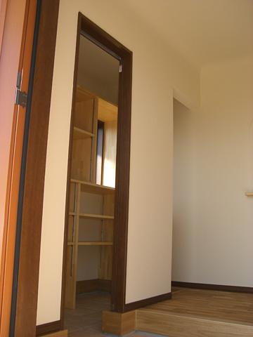 広い収納エリアを配置した玄関