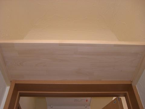 トイレットペーパーを隠して置ける棚